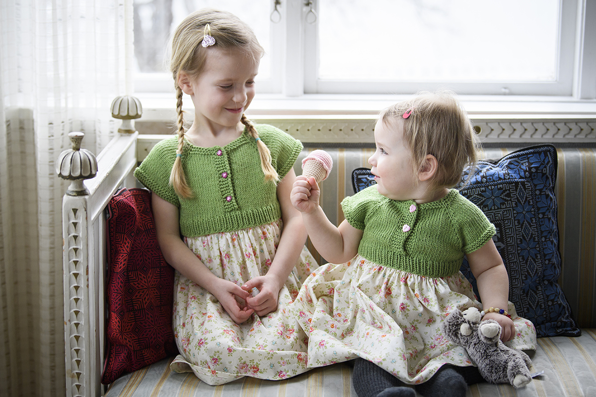 (Vill du kan du istället för att sy en linning rynka fast kjoldelen i en  bit linningsresår som är lika lång som okets omkrets. Då blir klänningen  mindre ... 708d4efe69271